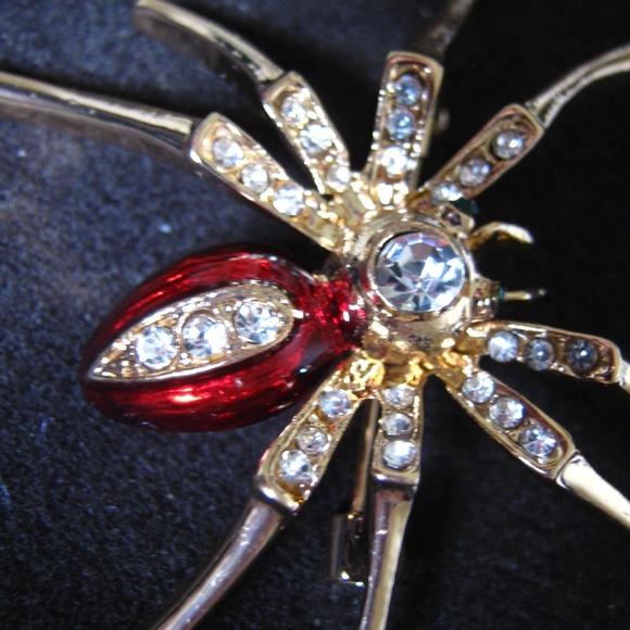 ba5eb41da88 Riverdale Inspired Red Spider Brooch. M 5baa8692a5d7c6e3b527deb2